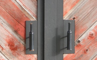Wine bottle door pulls