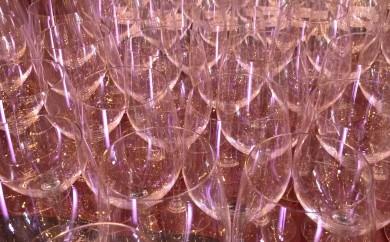 Many wine glasses